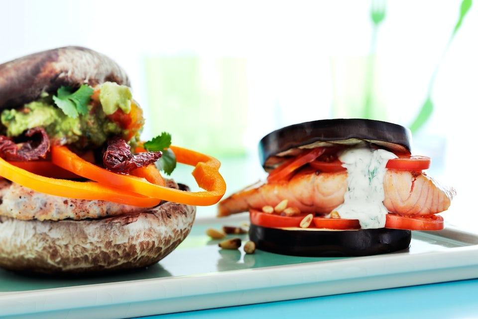 Burger med burgerbrød av grønnsaker