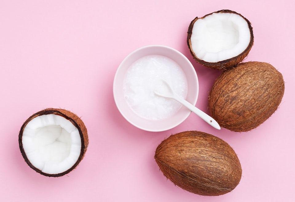 Kookosöljyä ja kookospähkinöitä