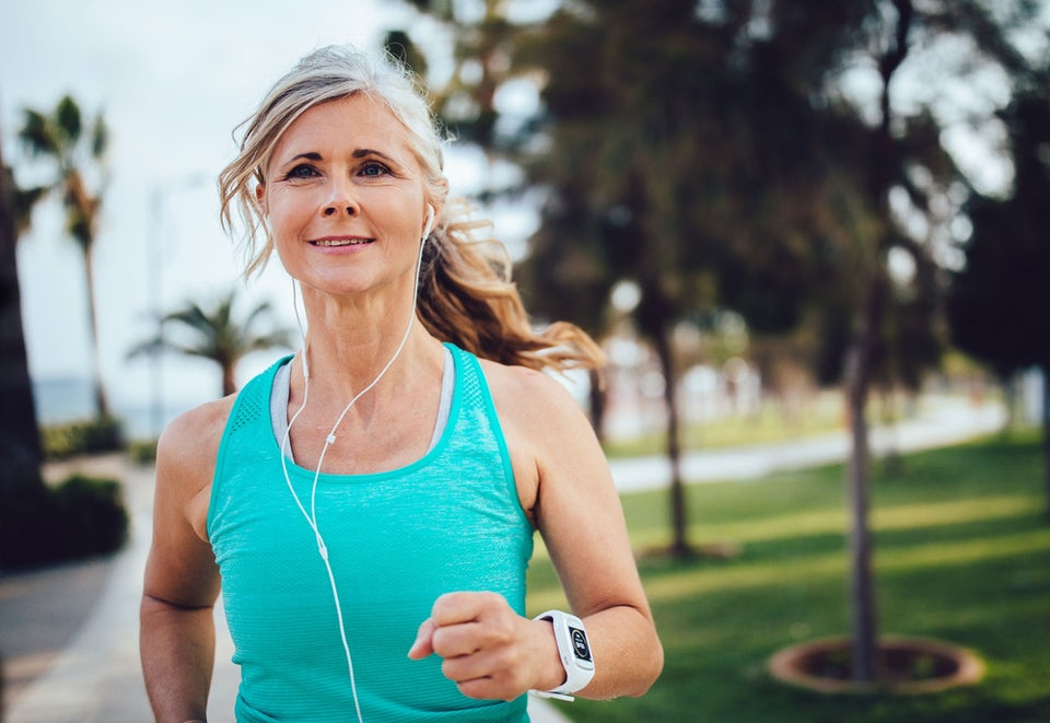 Løbeprogram 5 km til nybegyndere - kvinde løber med guidet løbetræning