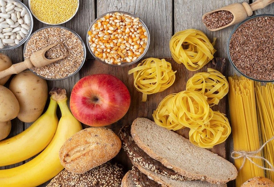 Hiilihydraattipitoisia ruoka-aineita