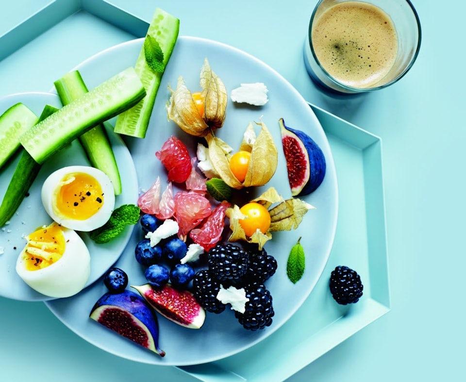 Kalorier i egg - kokt egg på tallerken