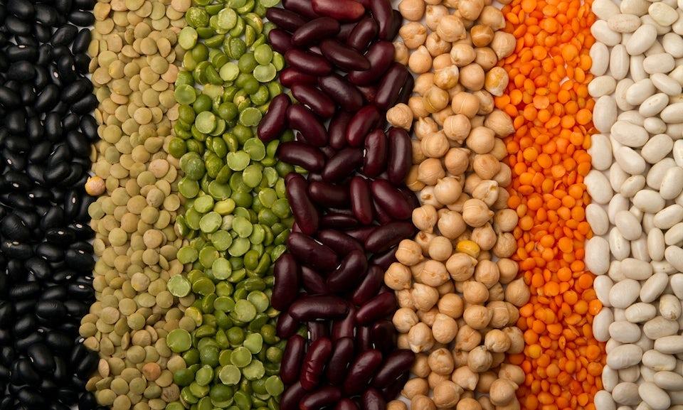 Olika torkade bönor, linser och kikärter med kalorier