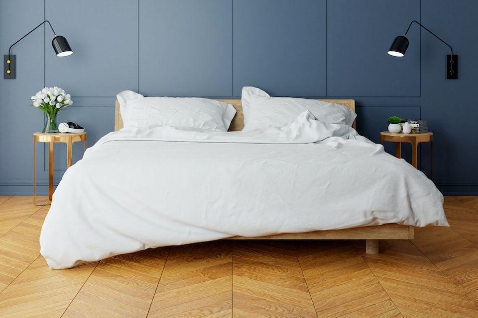 Sänky makuuhuoneessa