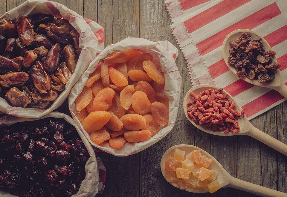 Torkad frukt, torkade dadlar, torkad aprikos, torkade tranbär, russin, torkad ananas