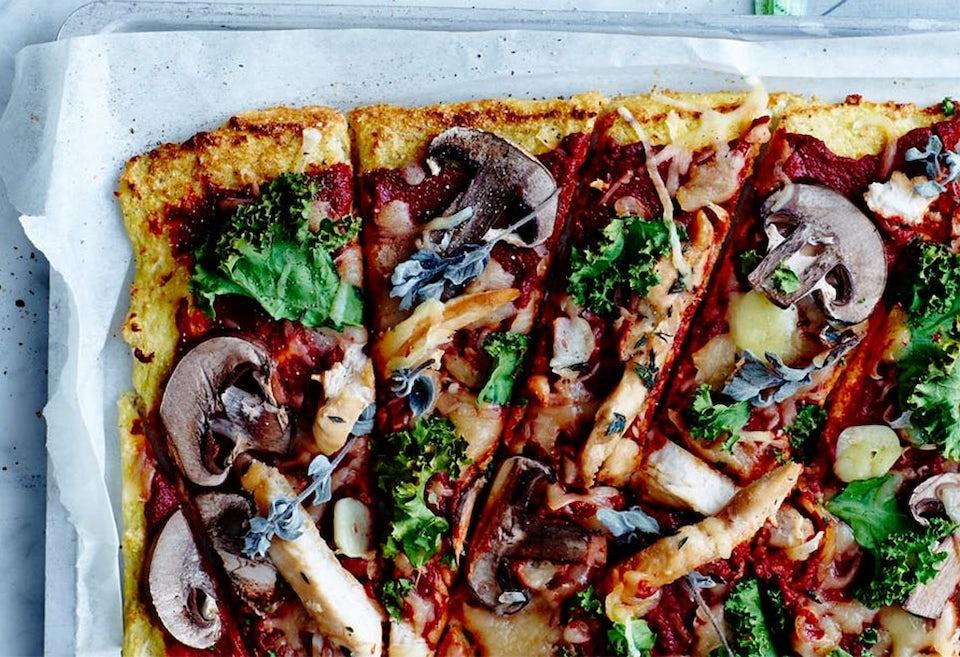 Blomkålspizza med grönsaker