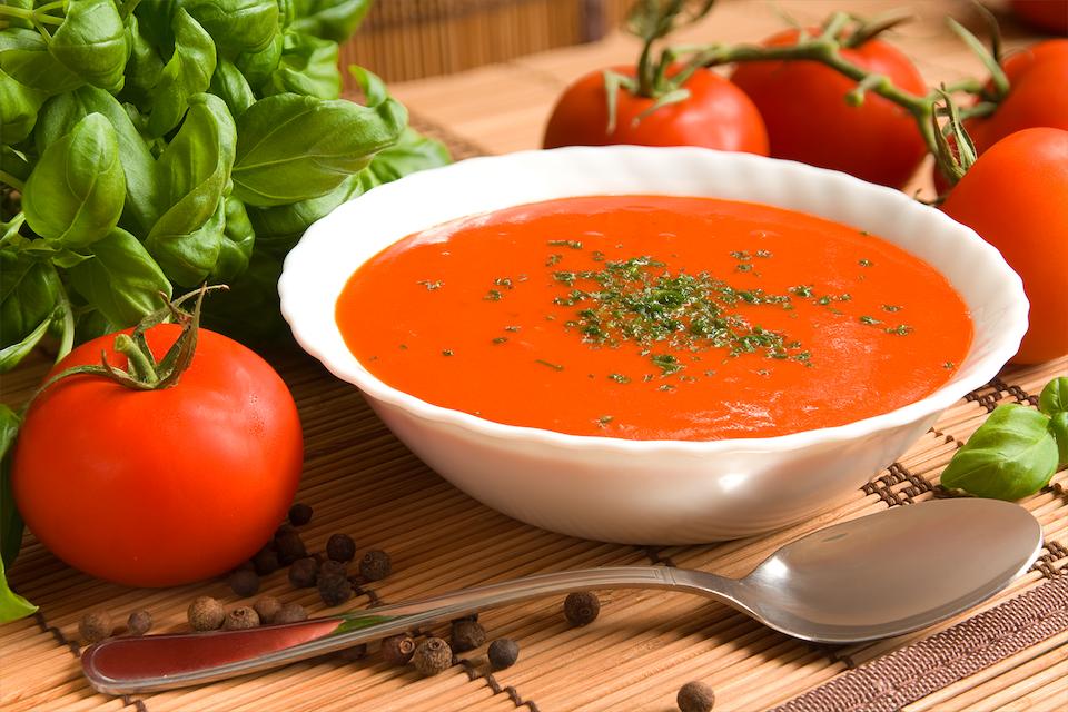 Tomatsuppe i skål