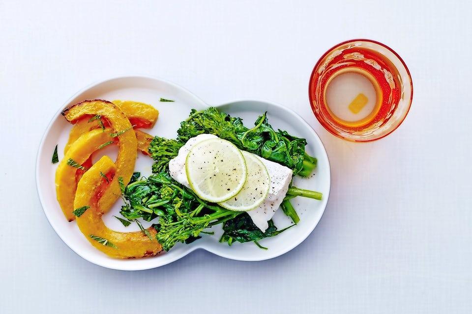 Torsk med spinat, græskar og aspargesbroccoli