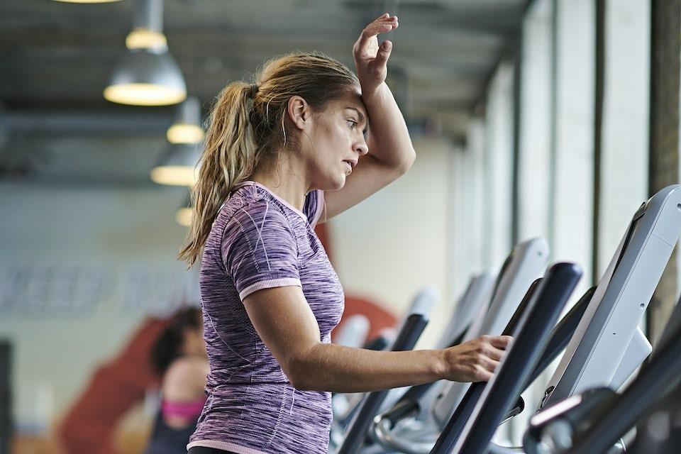 Kvinna i gym - kan motion påverka ämnesomsättningen?