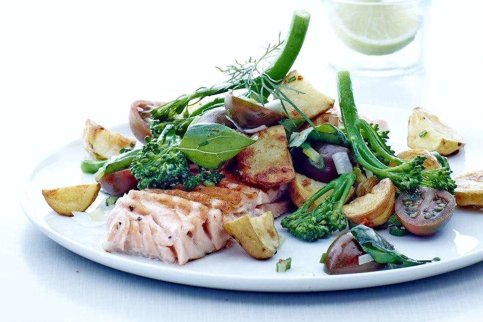 Lax med potatis och broccoli