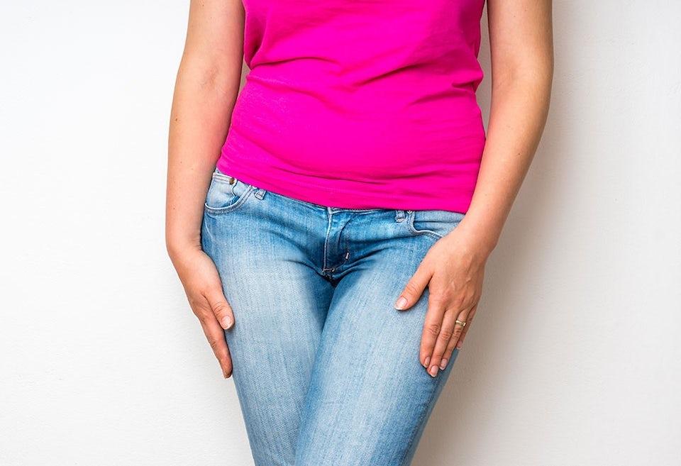 Kvinna med inkontinens
