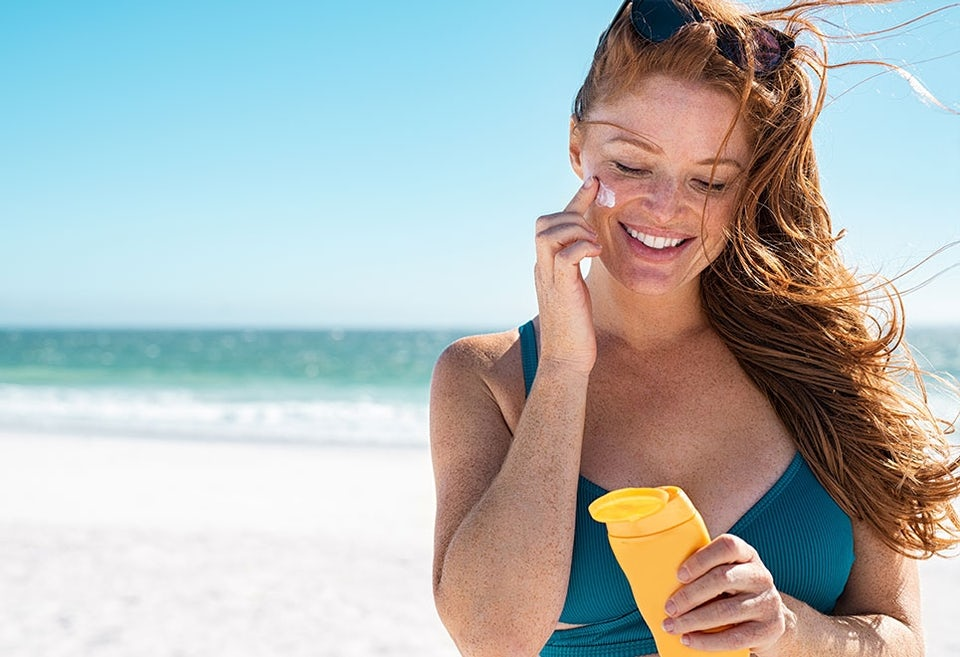 Kvinde med solcreme