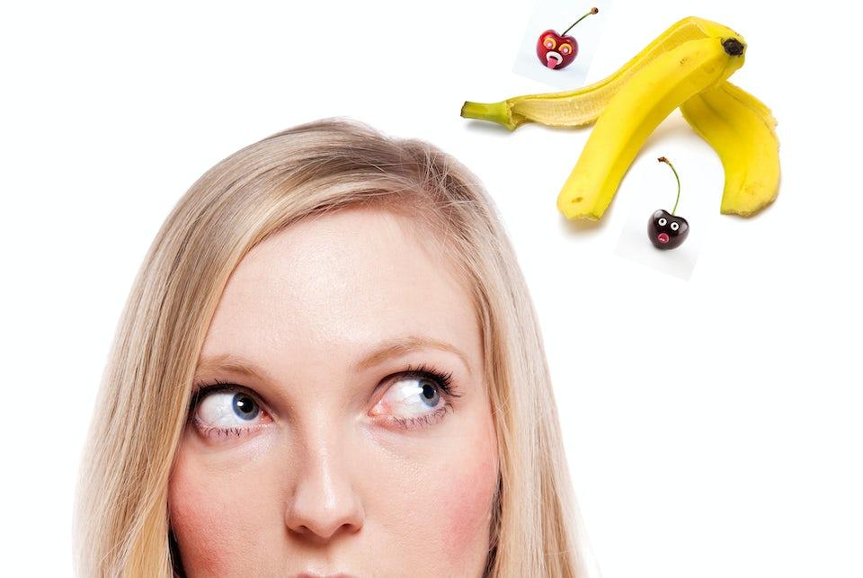 Kvinna tänker på frukt