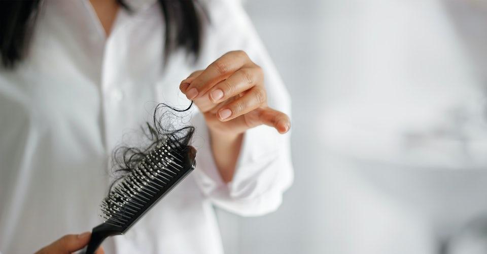 Kvinna med hår avfall