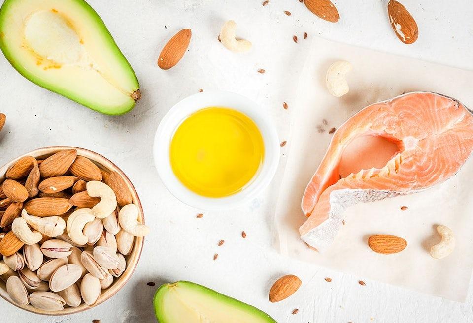 Runsaasti rasvaa sisältäviä ruoka-aineita