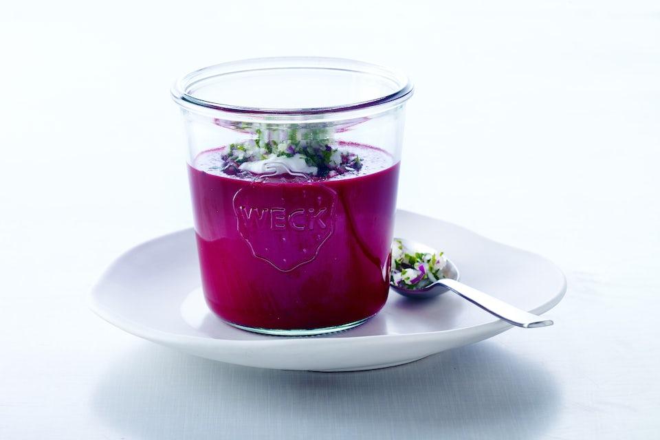Glass med rødbetsuppe
