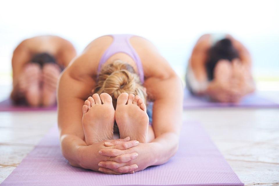 kvinder, der dyrker yoga