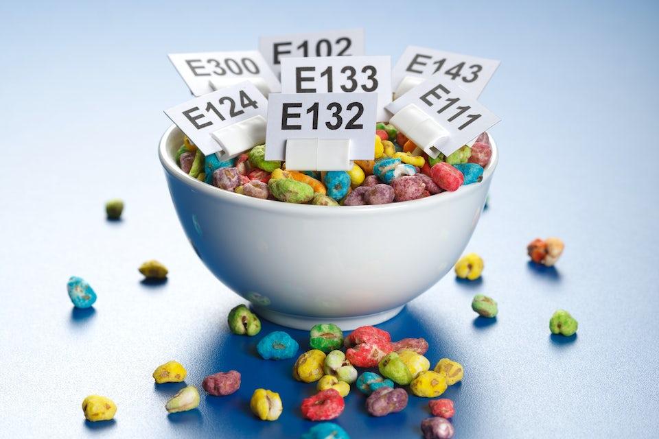 E-stoffer i en skål med godteri