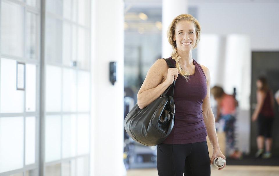 Kvinde i træningstøj i fitness