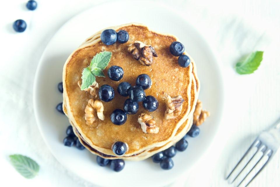 Pannekaker med blåbær og valnøtter