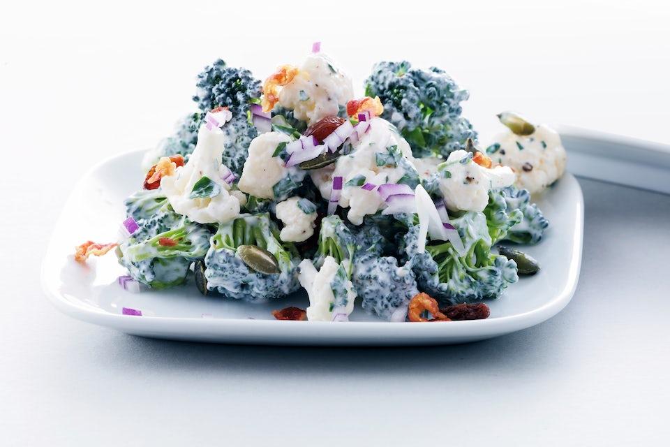 Broccoli- och blomkålssallad.