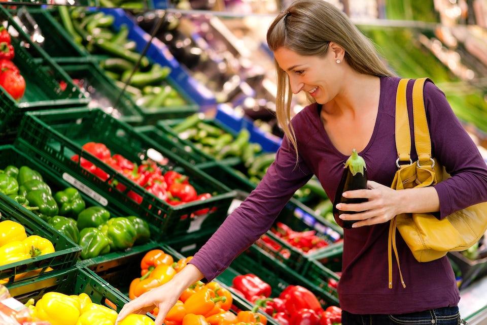 Nainen ostoksilla