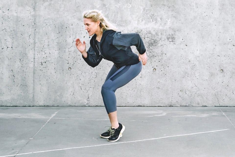 Michelle Kristensen laver øvelse med streg
