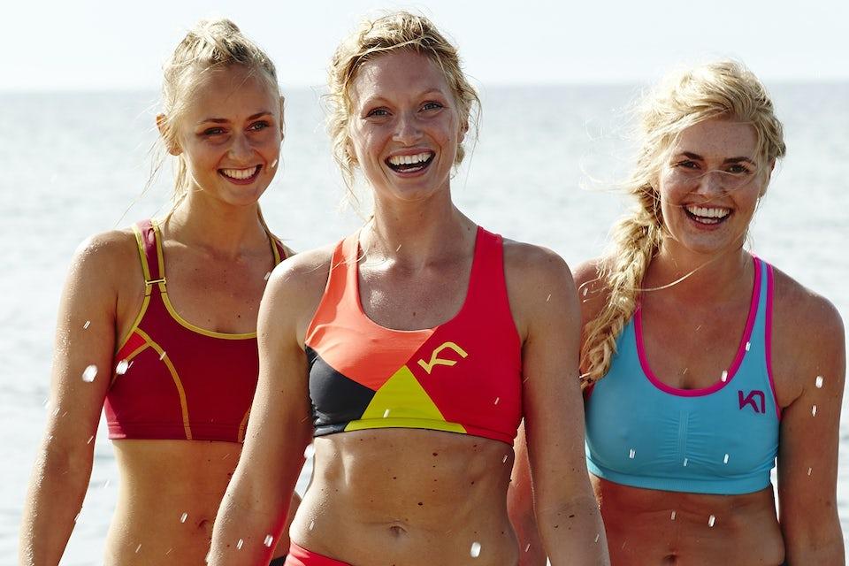 tre jenter går på stranda. Slank på 30 dager