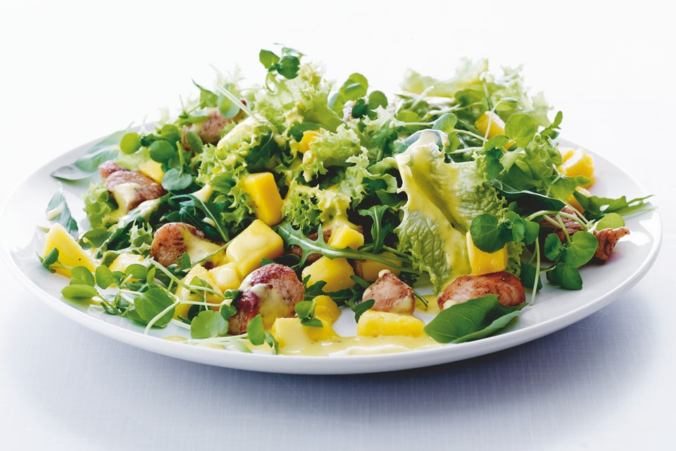 Vihreä salaatti lautasella
