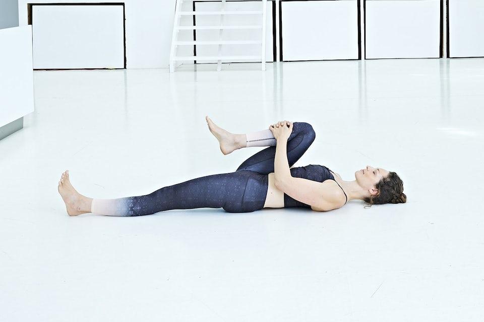 Kneklemmeren, kvinne gjør yoga