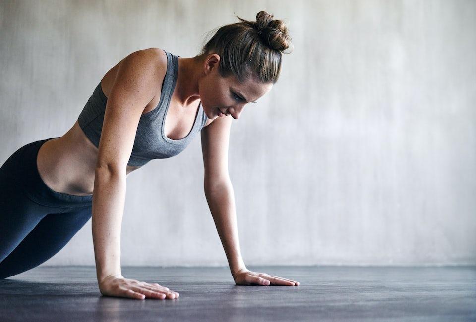 Kvinna som tränar.