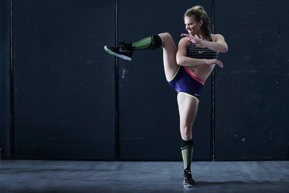 Kvinde træner lår og baller