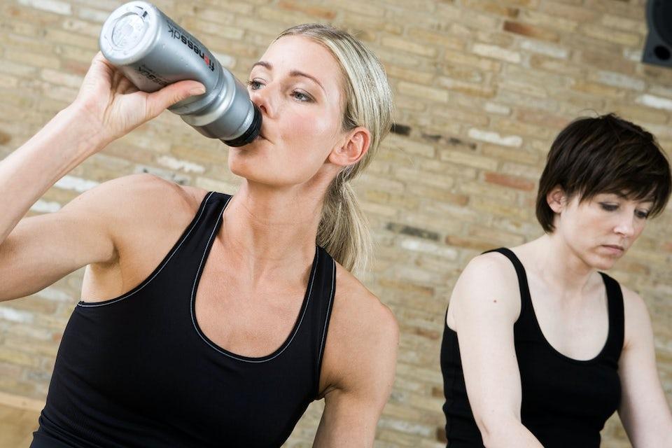 naisia treenaamassa