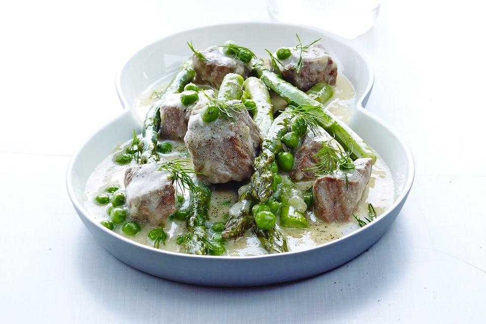 Vasikanlihaa ja vihanneksia lautasella