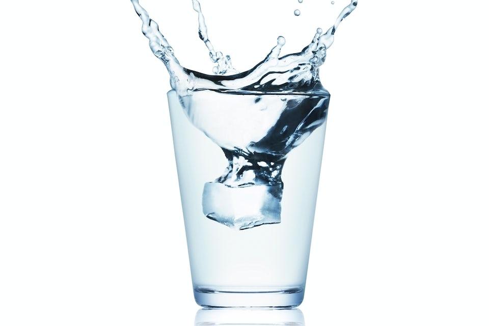 Glas med vatten.