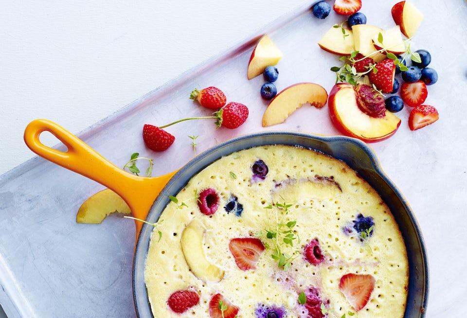 Omelett med bær og egg