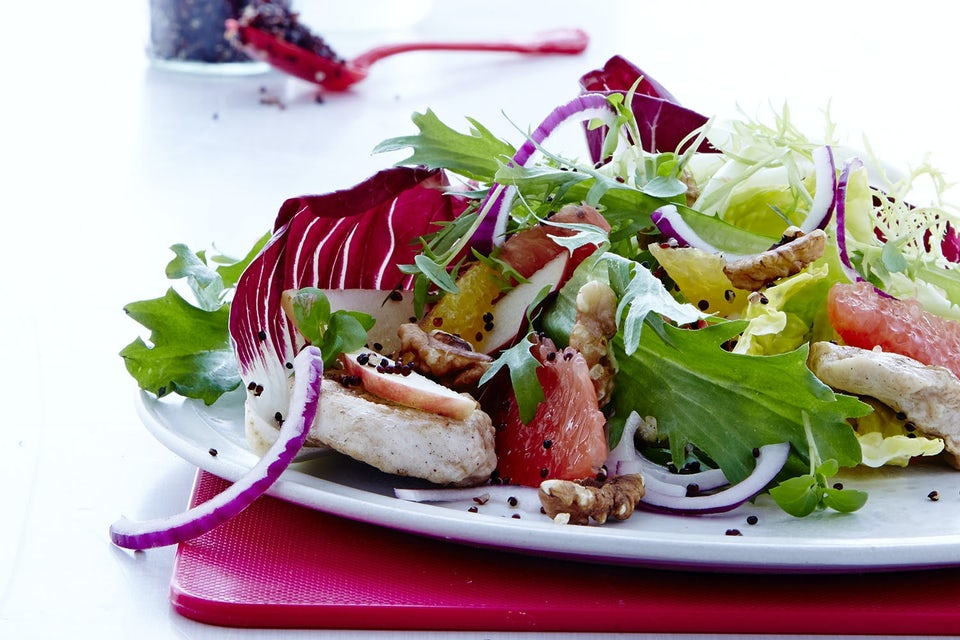 Salaattia lautasella