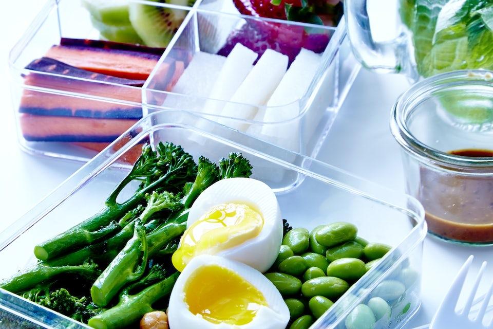 Muovirasioita, joissa on vihanneksia