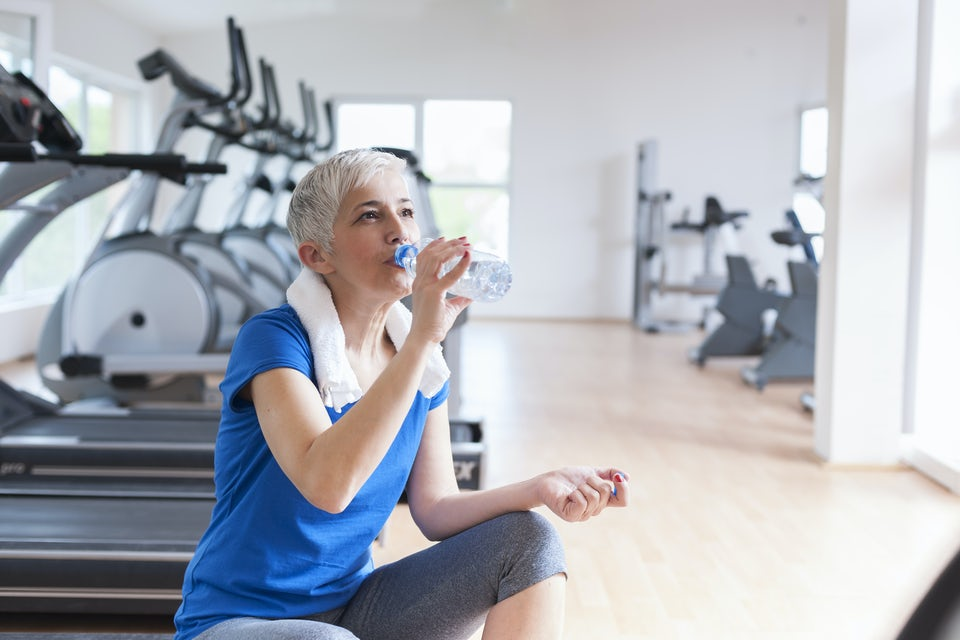 Kvinna tränar spinning