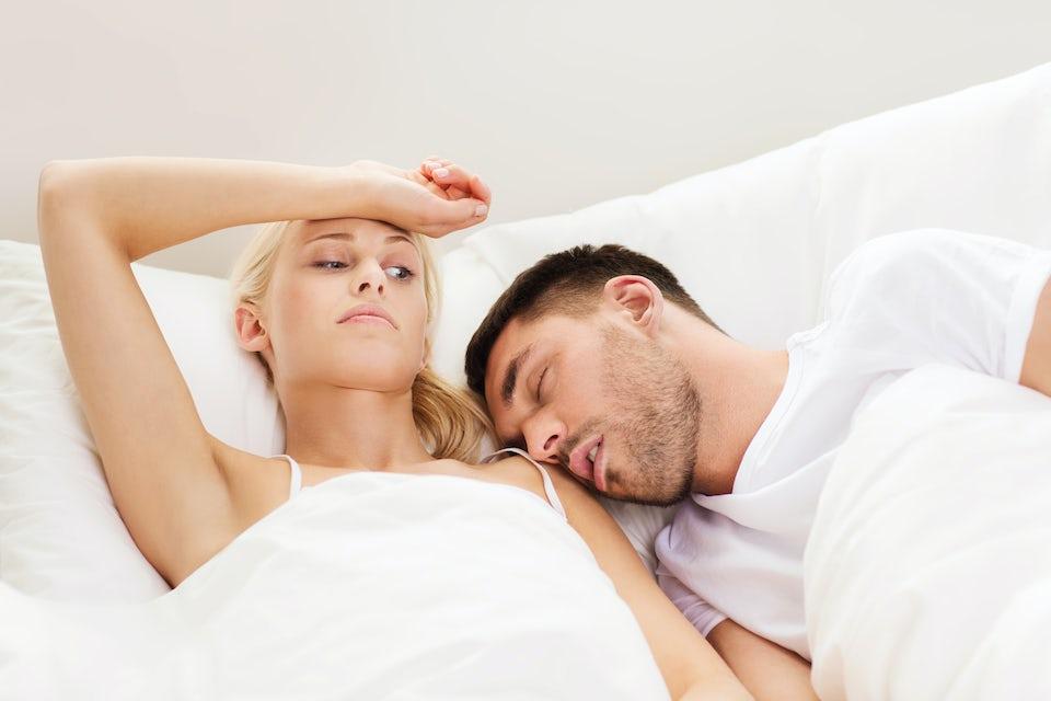 Snorkende mann og kvinne