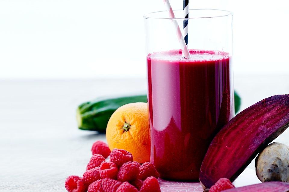Grøntsags-smoothie med hindbær og rødbede