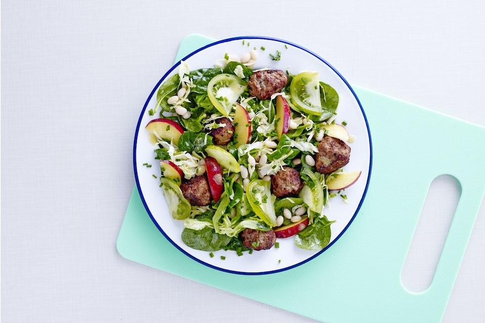 Bønnesalat med krydrede kjøttboller