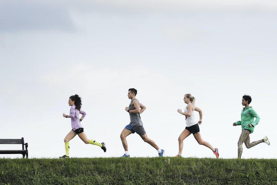 Fire løbere løber fartleg.