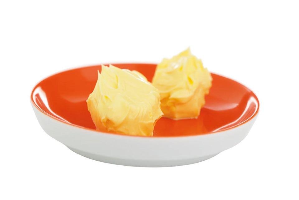 Smør i en skål