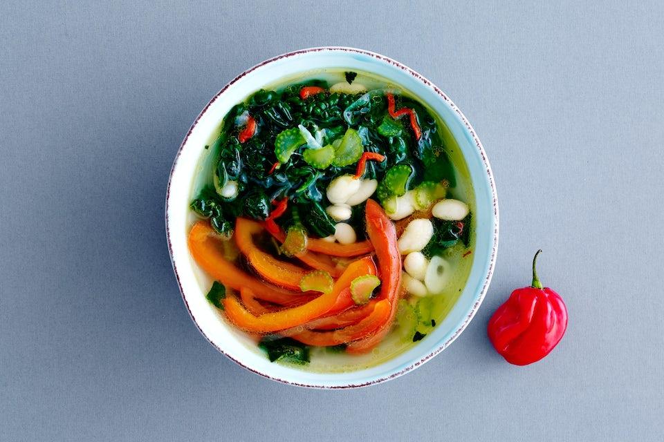 Grøntsagssuppe med hvide bønner