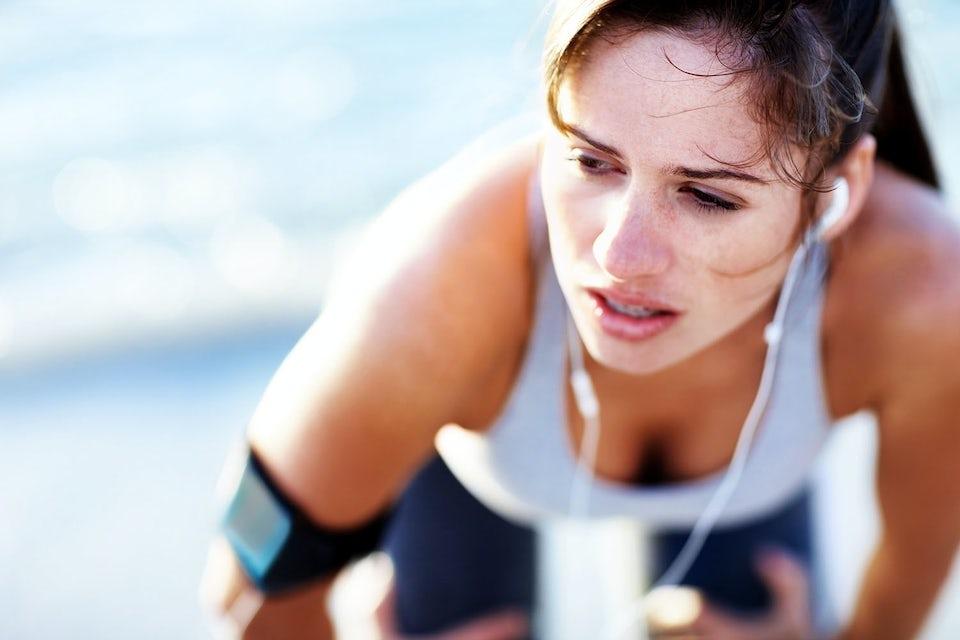 Nainen uupuneena maratonilla