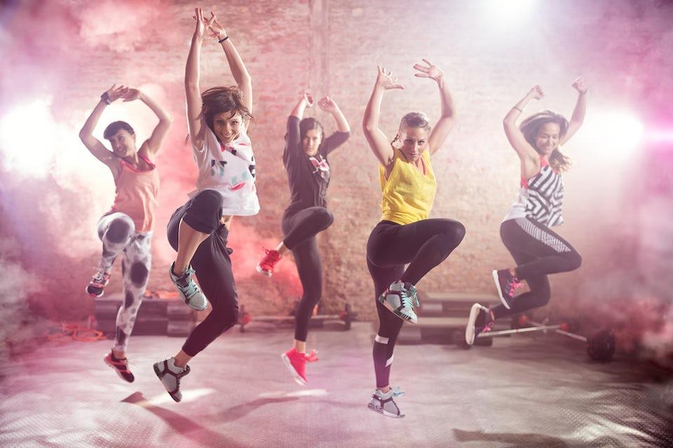 Kvinder danser Zumba