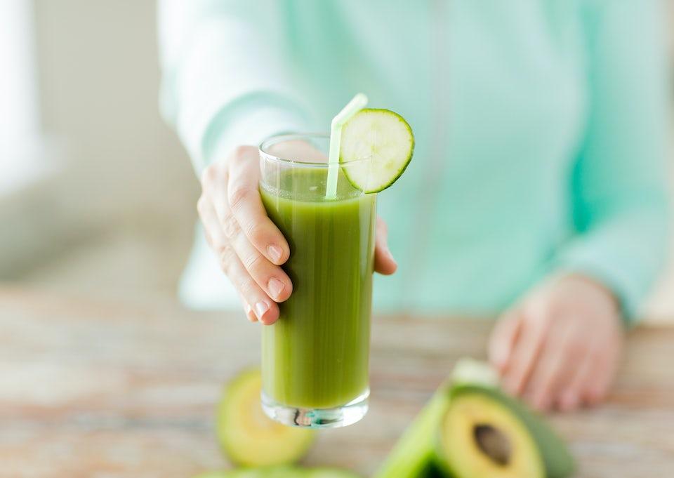 glas med avocadojuice