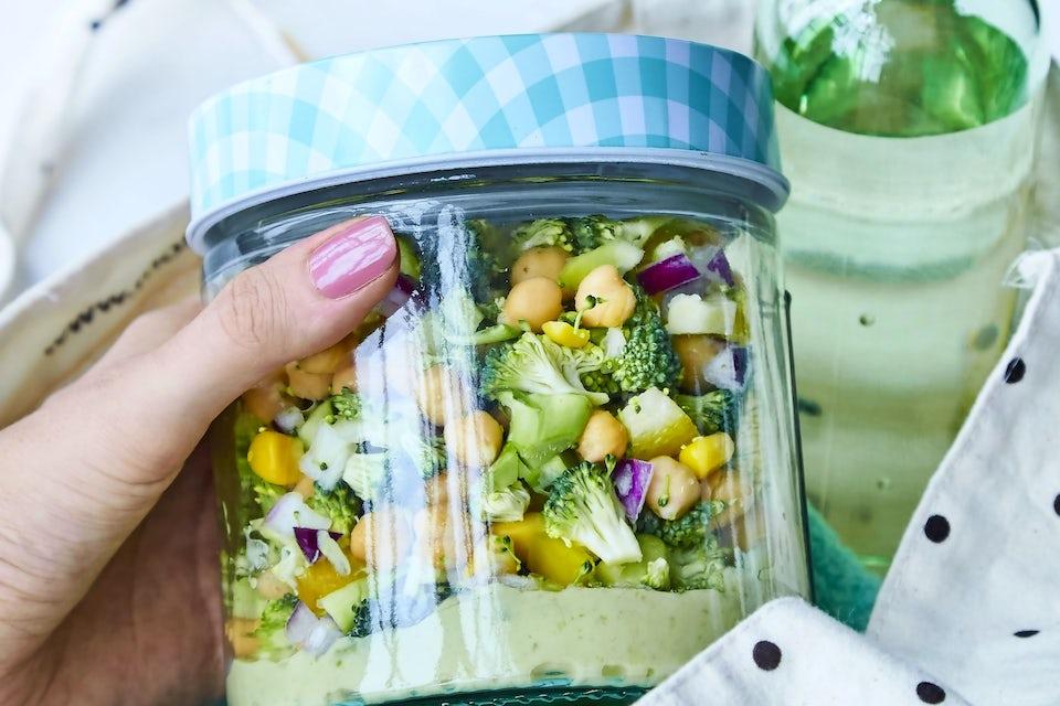Salaattia purkissa