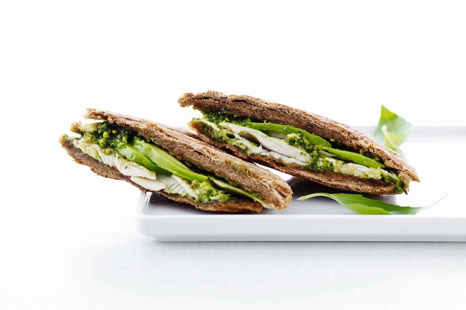Avokadosandwich med kyllingpesto