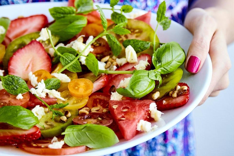 Tomatsallad med jordgubbar och vattenmelon